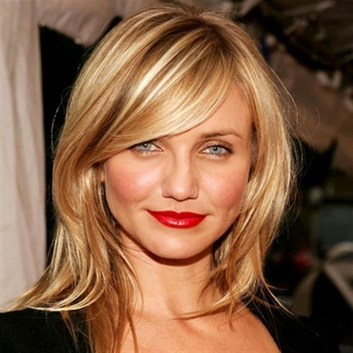 Photo of Cameron Diaz with Blonde Hair and Side-Swept Bangs