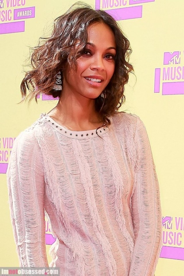 zoe-saldana2012-09-07_08-43-45stuns-at-the-vmas-520x780