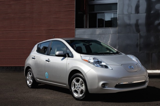 2011_nissan_leaf_f34_ns_42111_717