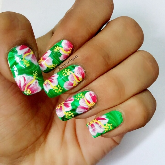 Flowers on watermarble
