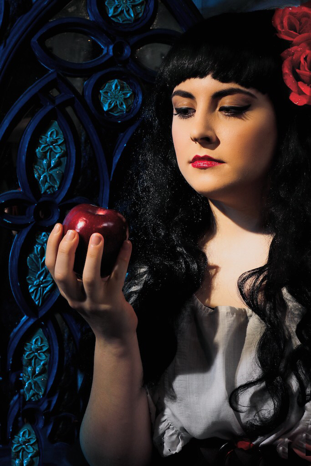 Snow White's Story  ~ First day of shooting ~ (more soon to come!) Photography: Yaplescape Photography​ Art Director: Martin Kimeldorf  Model: Lindsay McCoy Model​ Makeup: Hair by Jocelyn DeChenne​ Assistant: Natasha Myers​