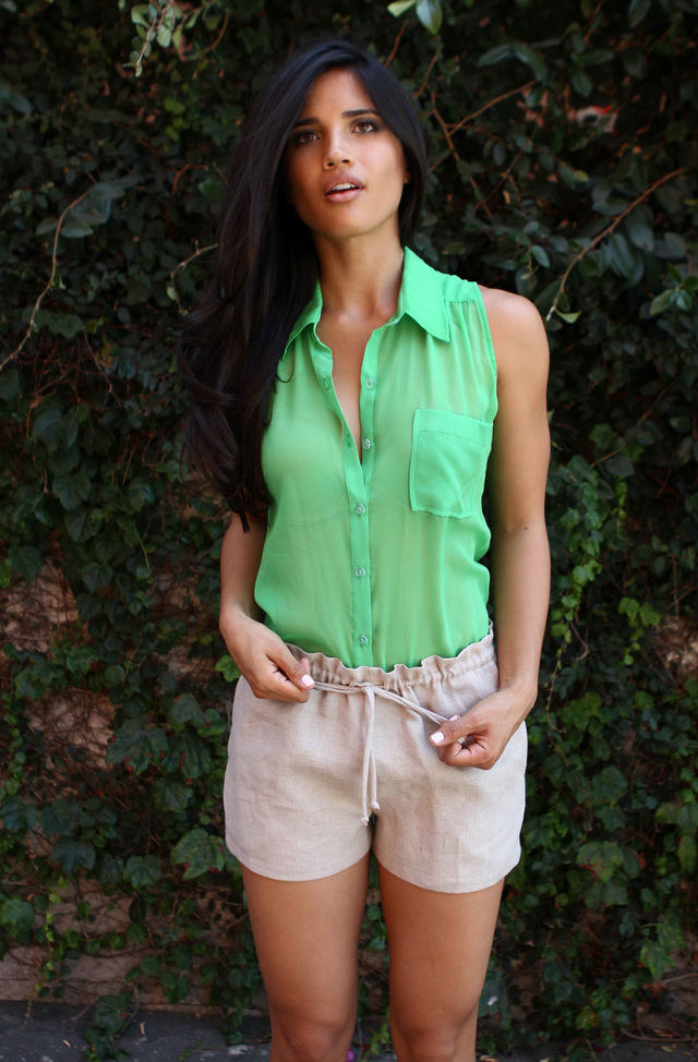 JANE IN KELLY & SAFARI SHORT