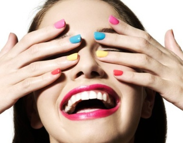 Neon-Beauty-Trend-5-Ways-to-Wear-neon-nails
