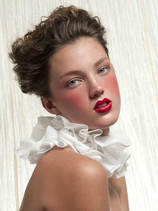 Hair: Walter Fuentes; Makeup: Victoria Wardrick; Photo: Jorge Rivas; Muse: Hailey Krieg