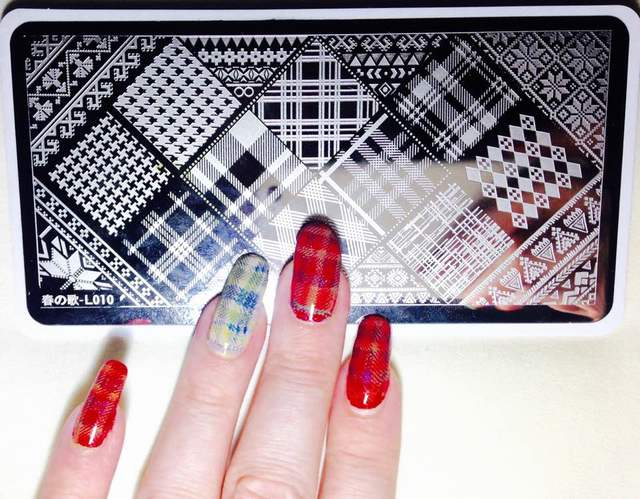 red & Beige plaid nail stamping mani