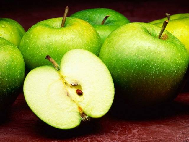Genetically Altered Apples Don't Brown