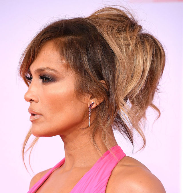 Re sized 698acf1761db50791f19 jennifer lopez amas