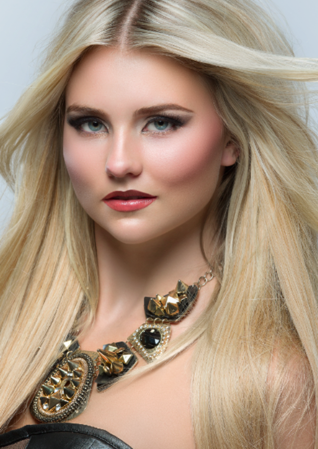 HAIR & MAKEUP: SHERRI JESSEE, PHOTO: NATHAN MAYS