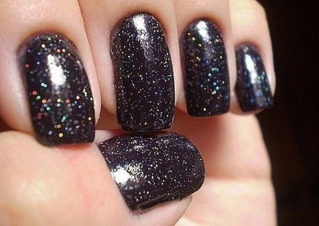 Azatures-black-diamond-nail-polish