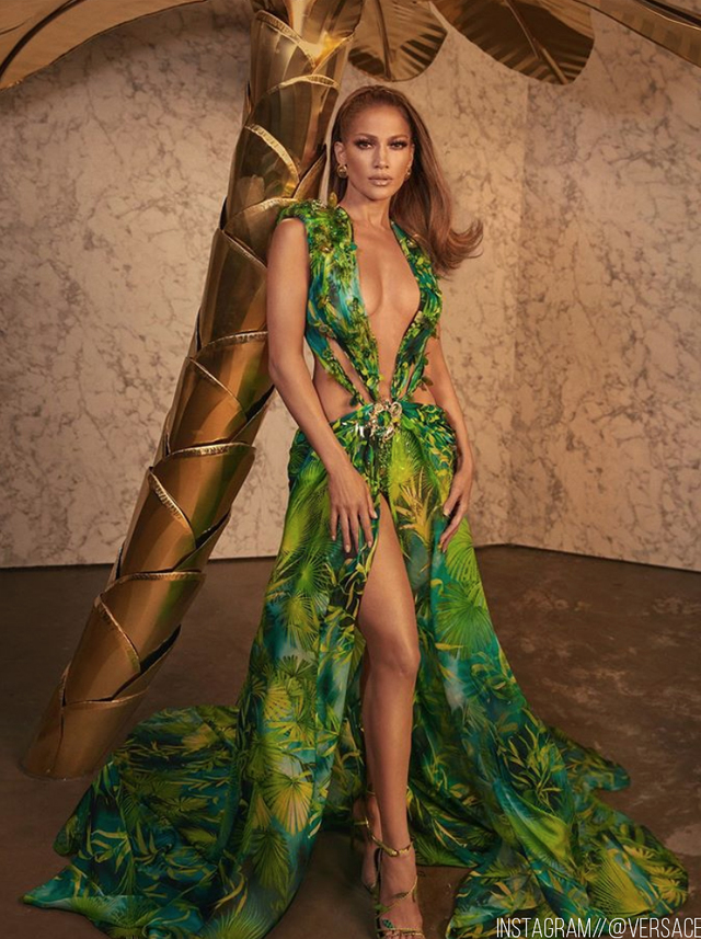 Re sized 866f992b3288cf56aca0 versace jlo