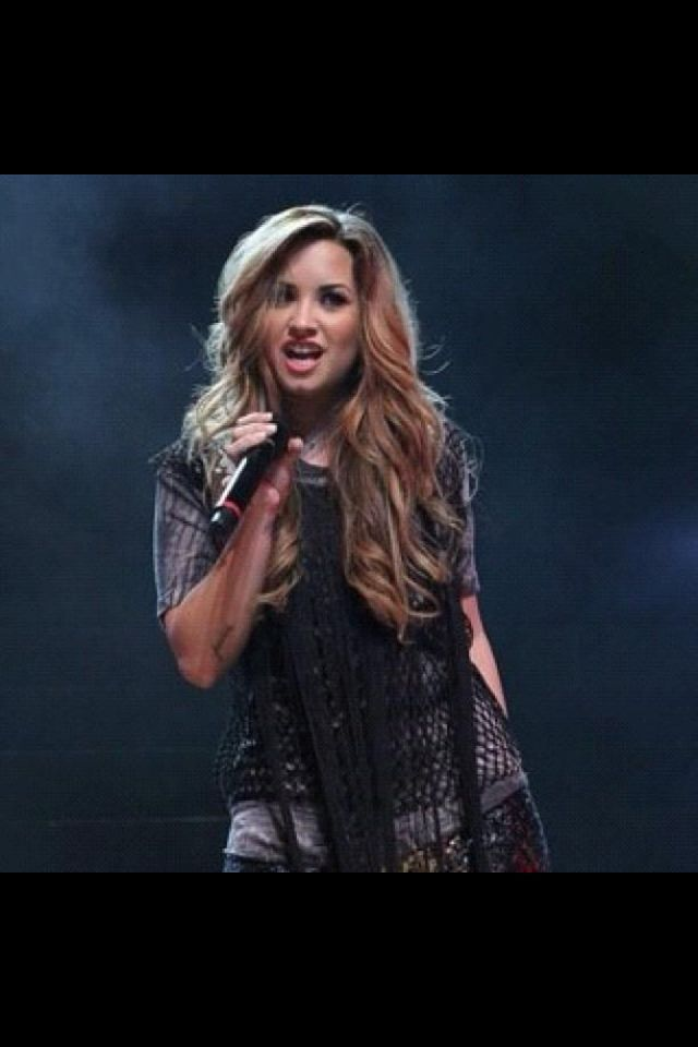 Demi's hair is gorgeous!