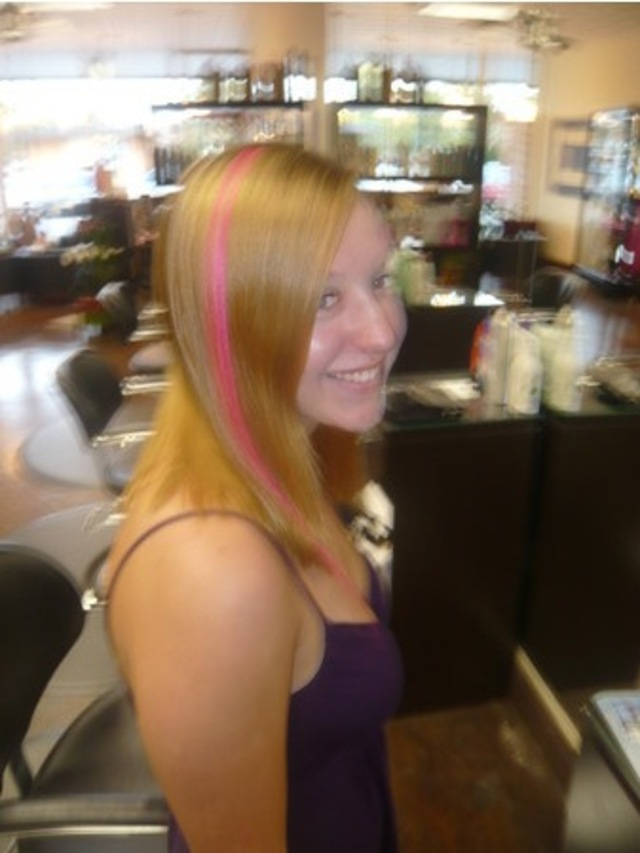 Girl Pink Hair Bangstyle
