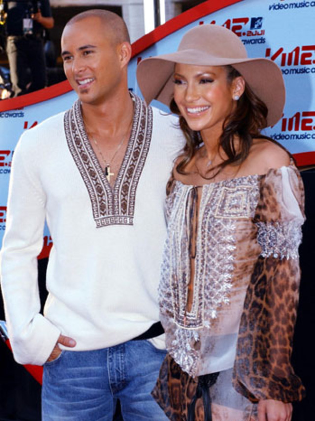Actress and singer Jennifer Lopez (L) and her fian