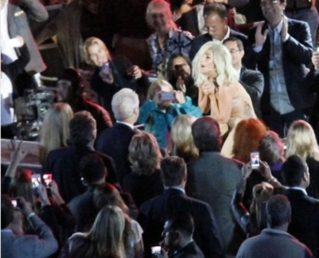 Lady Gaga Clinton Bangstyle