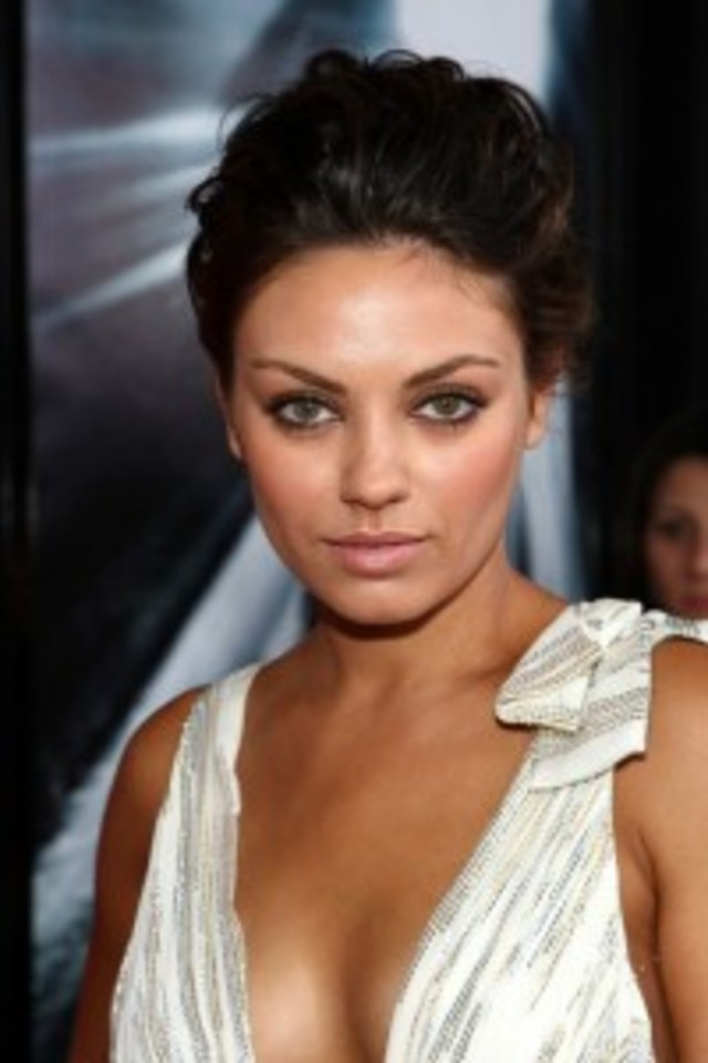 Mila-Kunis-Red-Carpet-200x300