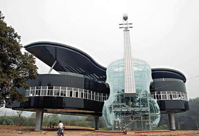 Piano-shaped-building
