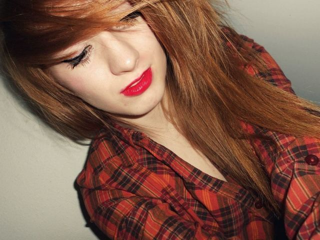 Red hair, red lips. mhmm.