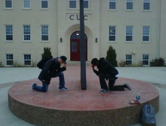 Tebowing Bangstyle.com3