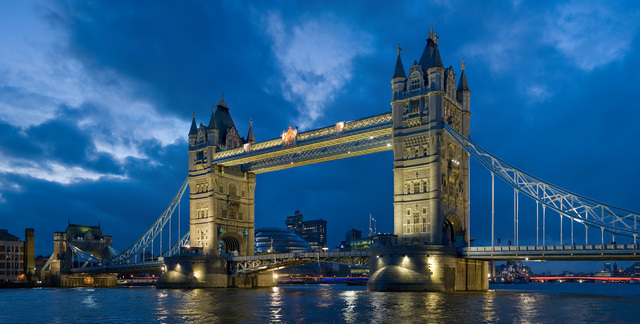Tower_bridge_London_Twilight_-_November_2006