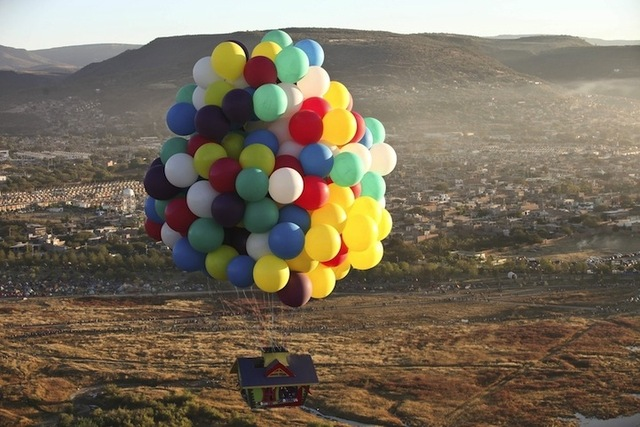jonathan-trappe-cluster-balloon-up-house-flight