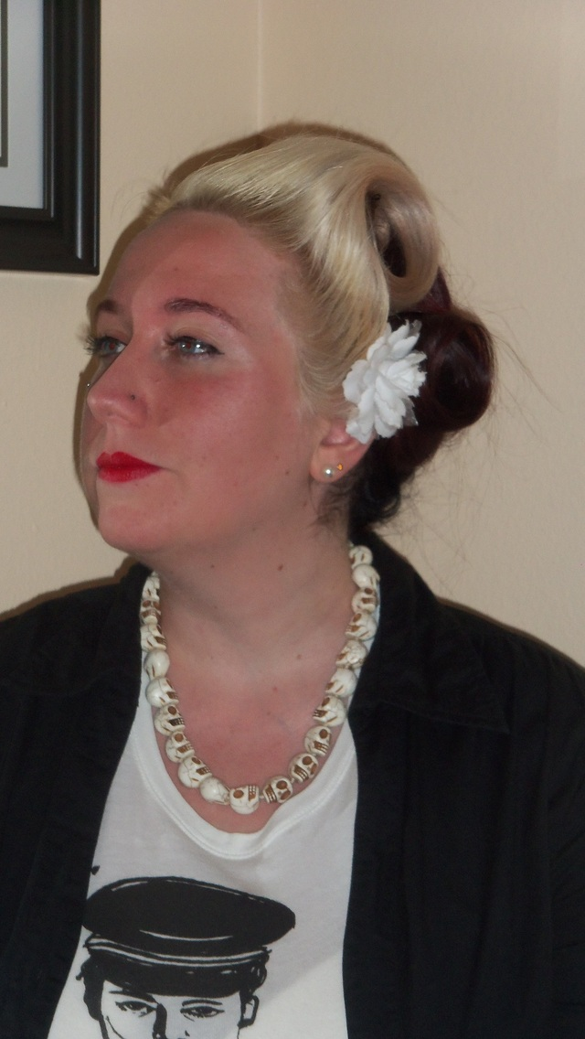 40s inspired hairstyle