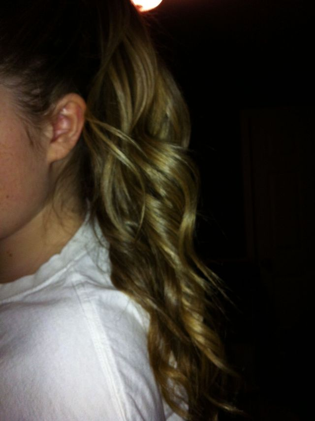 curled pony tail