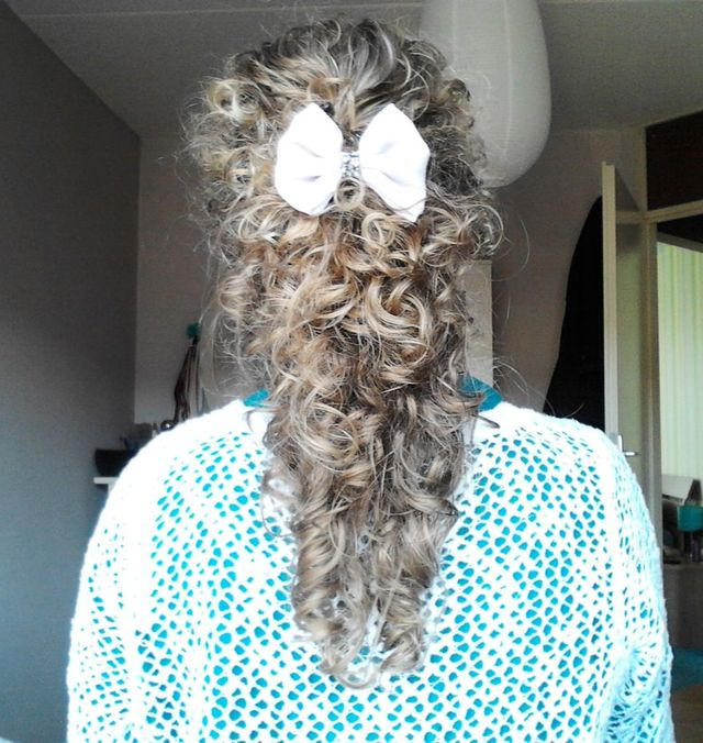 curls with cute bow