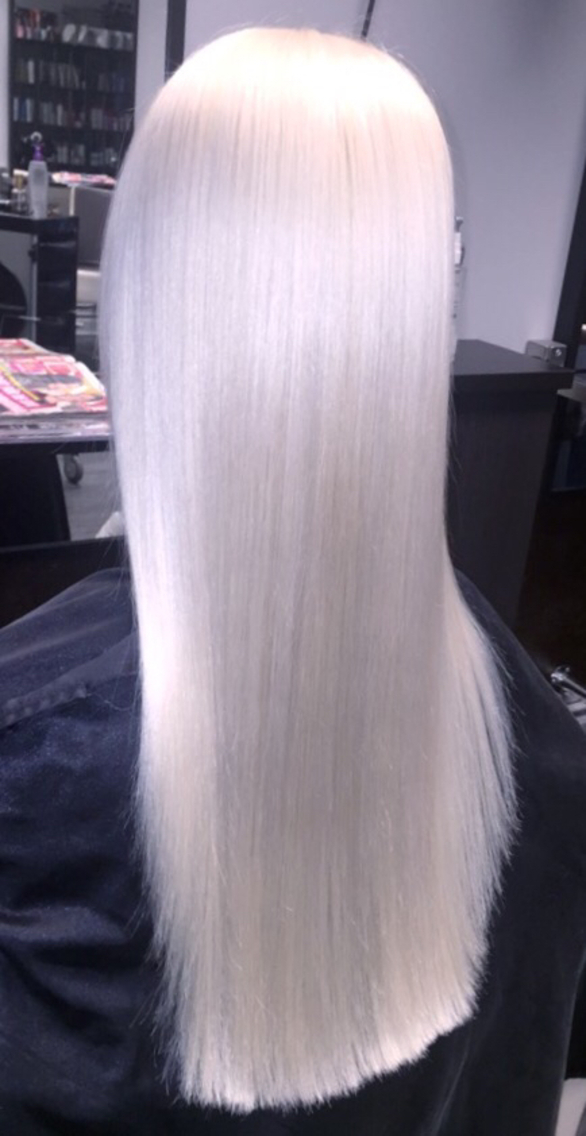 Platinum blonde with Olaplex Styling with L'anza Healing Oil