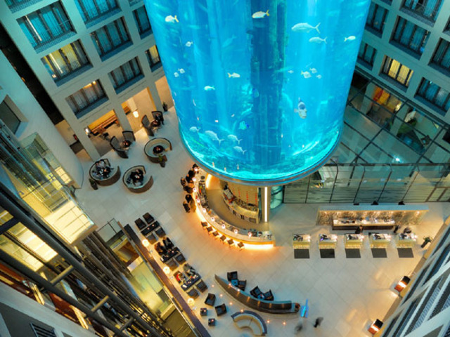 AquaDom-at-Radisson-Blu-Hotel-Germany-Worlds-Largest-Cylindrical-Aquarium-1-Copy