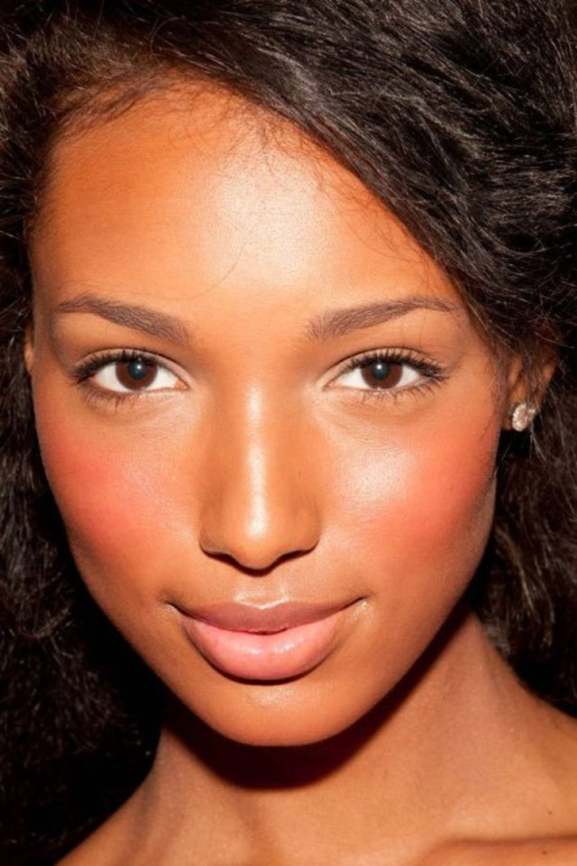 Neon-Beauty-Trend-5-Ways-to-Wear-neon-cheeks