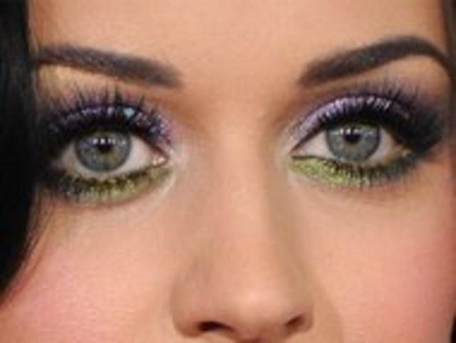 rby-katy-perry-colored-eye-shadow-eyeliner