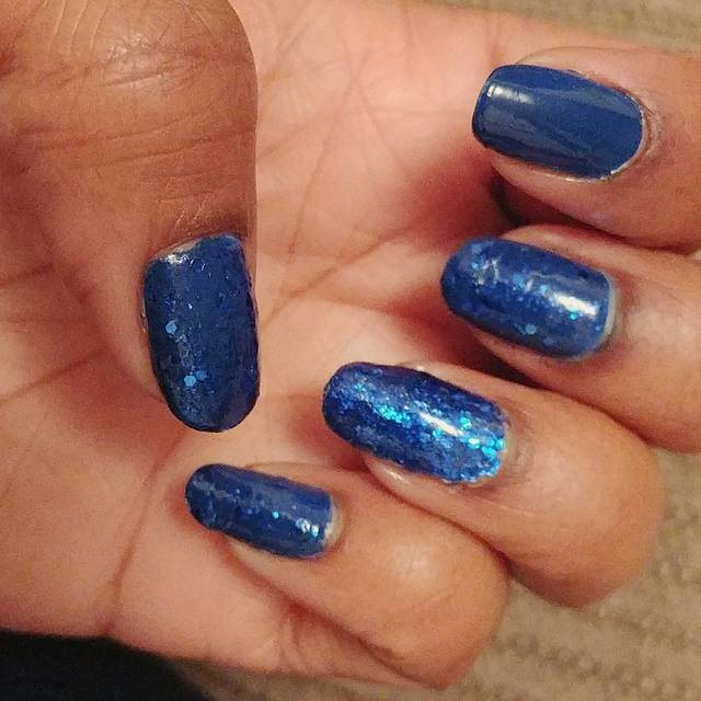 Cobalt.Blue.nails w.sparkles