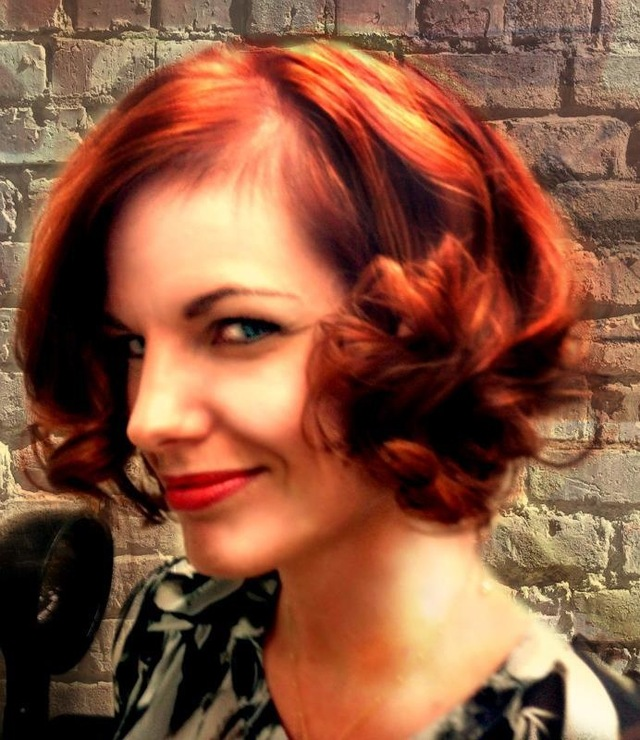 Women's short hair with copper tones