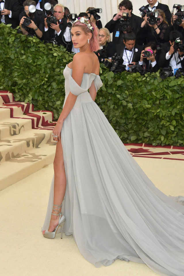 Re sized ff9f20a63a634eacd152 hailey baldwin met gala