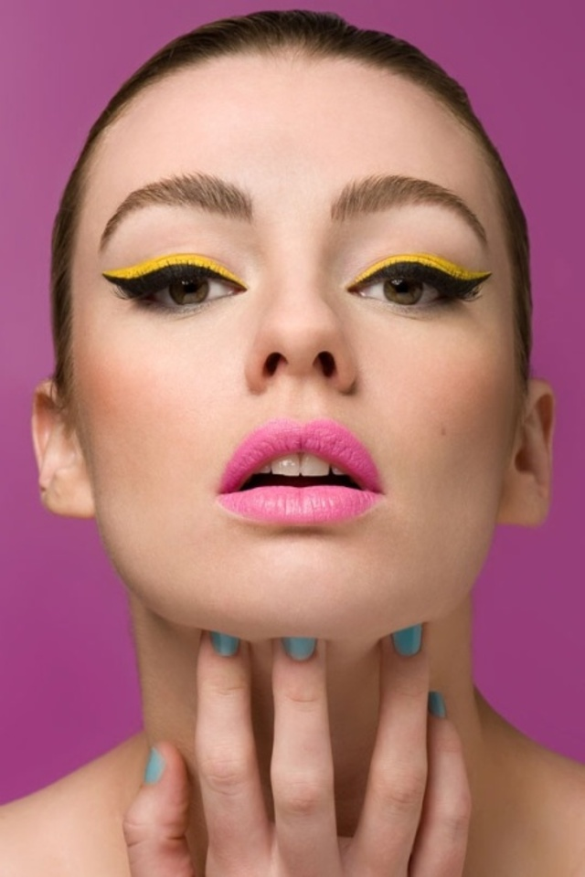 Neon-Beauty-Trend-5-Ways-to-Wear-neon-eyeliner