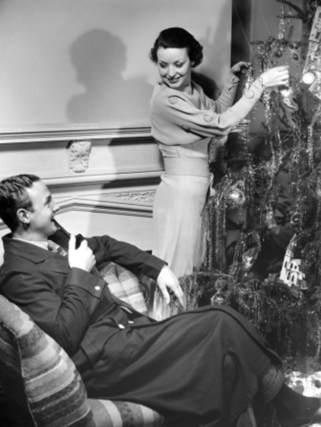 george-marks-couple-decorating-christmas-tree