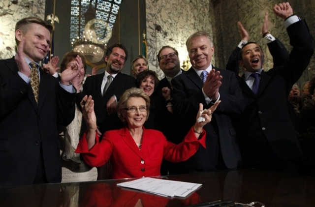 gregoire signs gay marriage bill