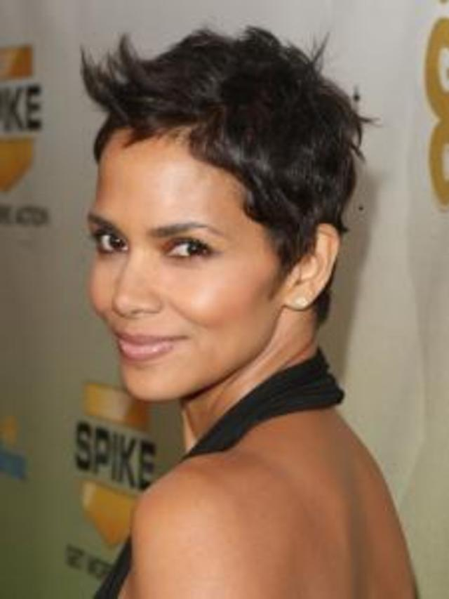 halle_berry_new_short_pixie_haircut259