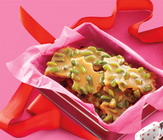 homemade-gifts-pistachio-brittle-02-hess431