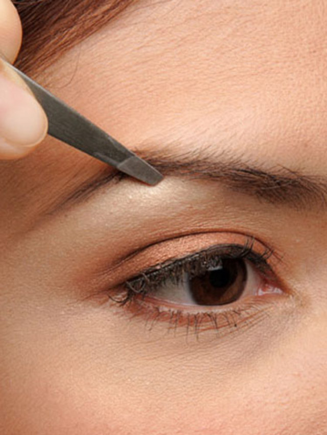 rb-tweezing-eyebrows-2-0809-de
