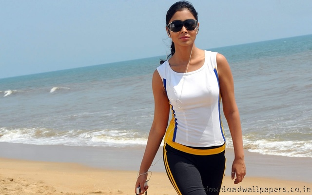 shriya-sexy-walk-1280x800