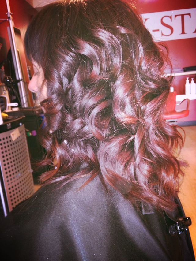 soft curls/dark/red ombré