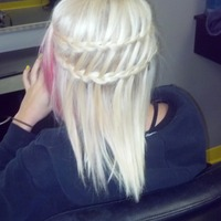 Thumb braid 1353302409